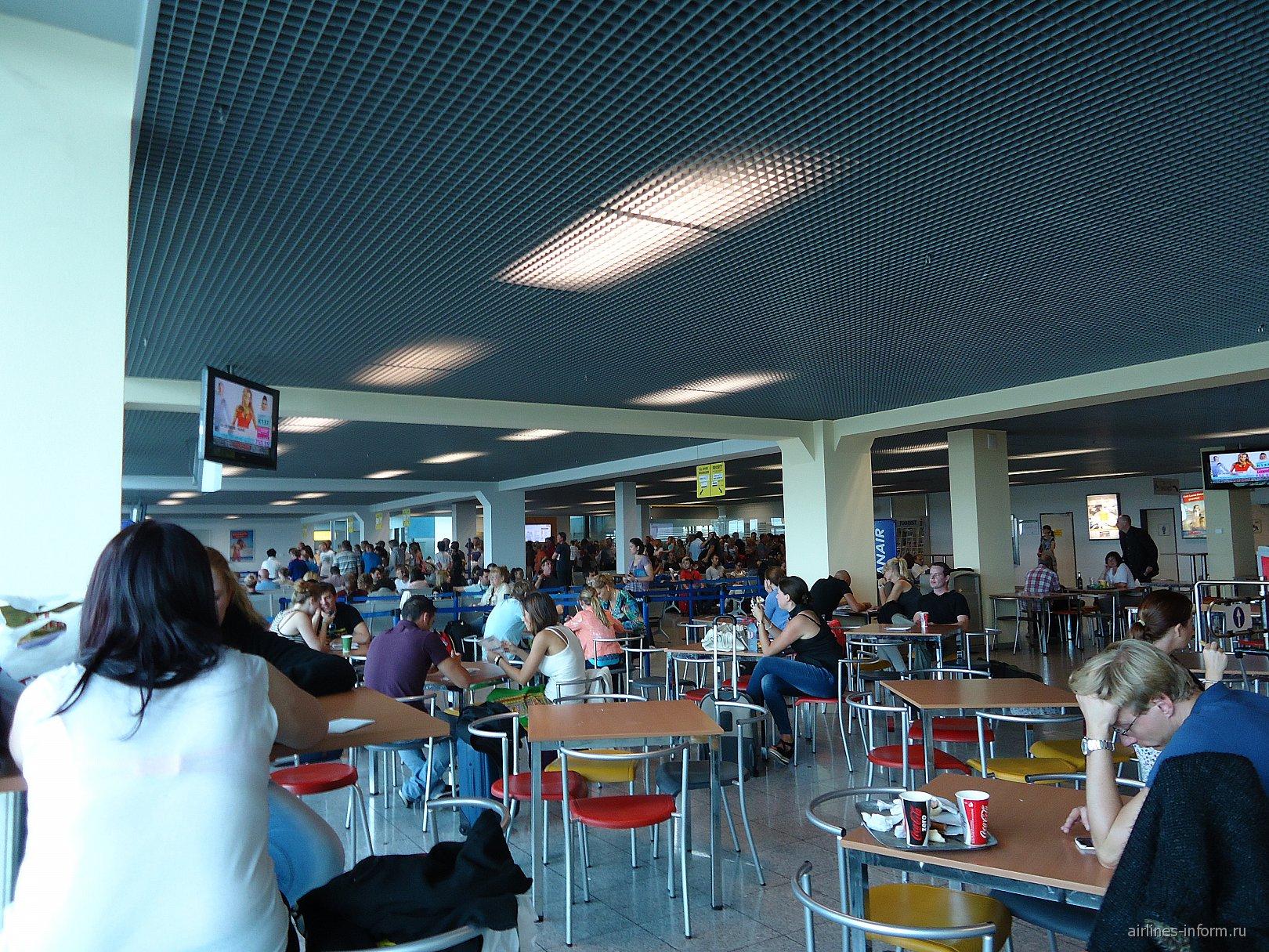 В аэропорту Веезе