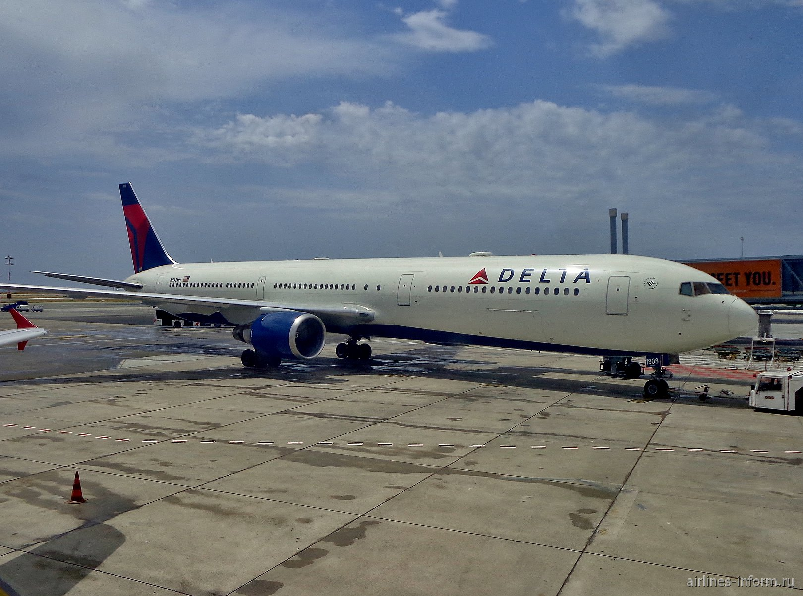 Самолет Боинг-767-300 авиакомпании Delta Air Lines в аэропорту Ниццы