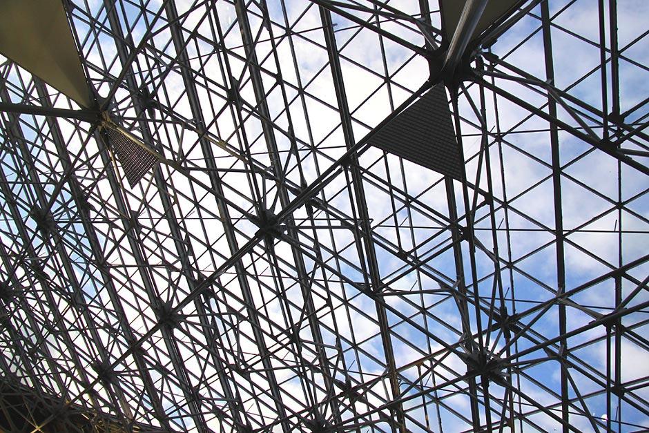 Прозрачная крыша в терминале А аэропорта Внуково