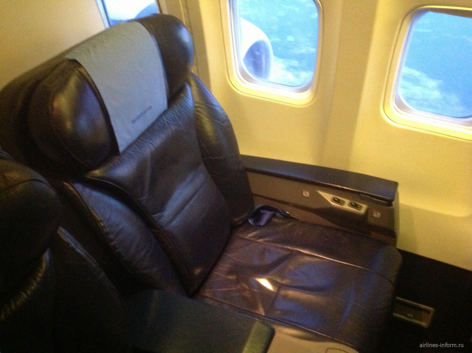 Кресло бизнес-класса в Боинге-737-500 авиакомпании Нордавиа