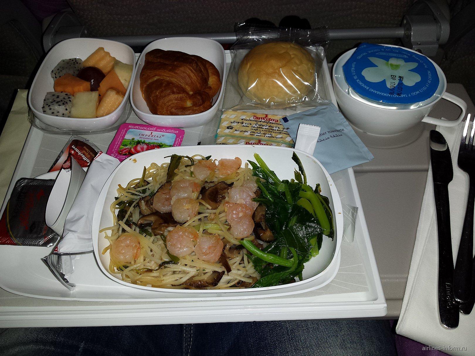 Питание на рейсе Emirates Бангкок-Дубай