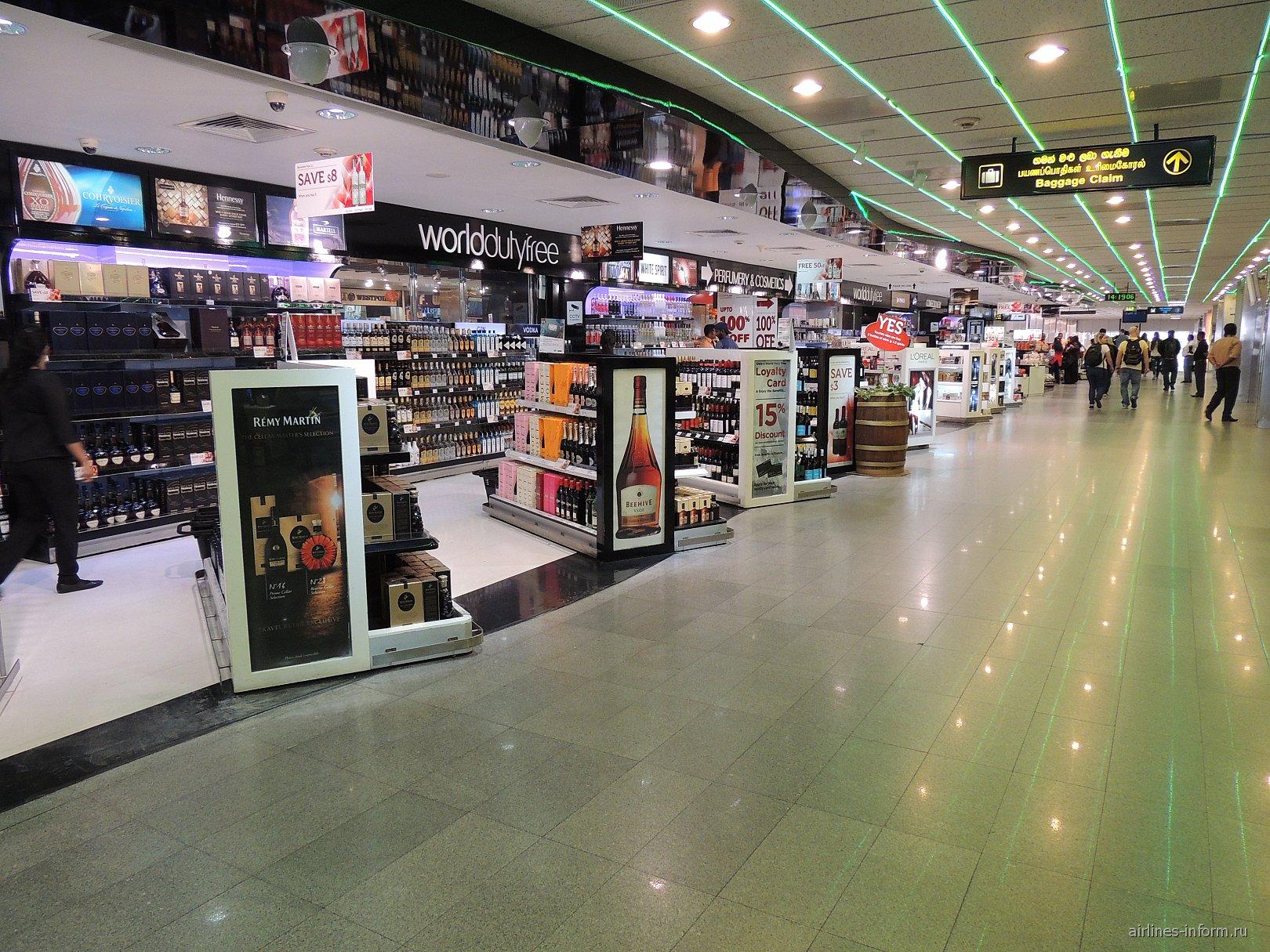 Магазин дьюти-фри в зоне прилета аэропорта Коломбо Бандаранайке
