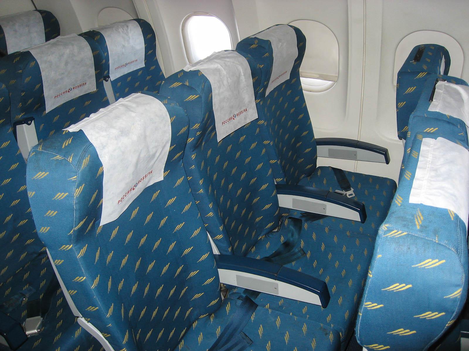 """Пассажирские кресла экономического класса в самолете Airbus A320 авиакомпании """"Россия"""""""