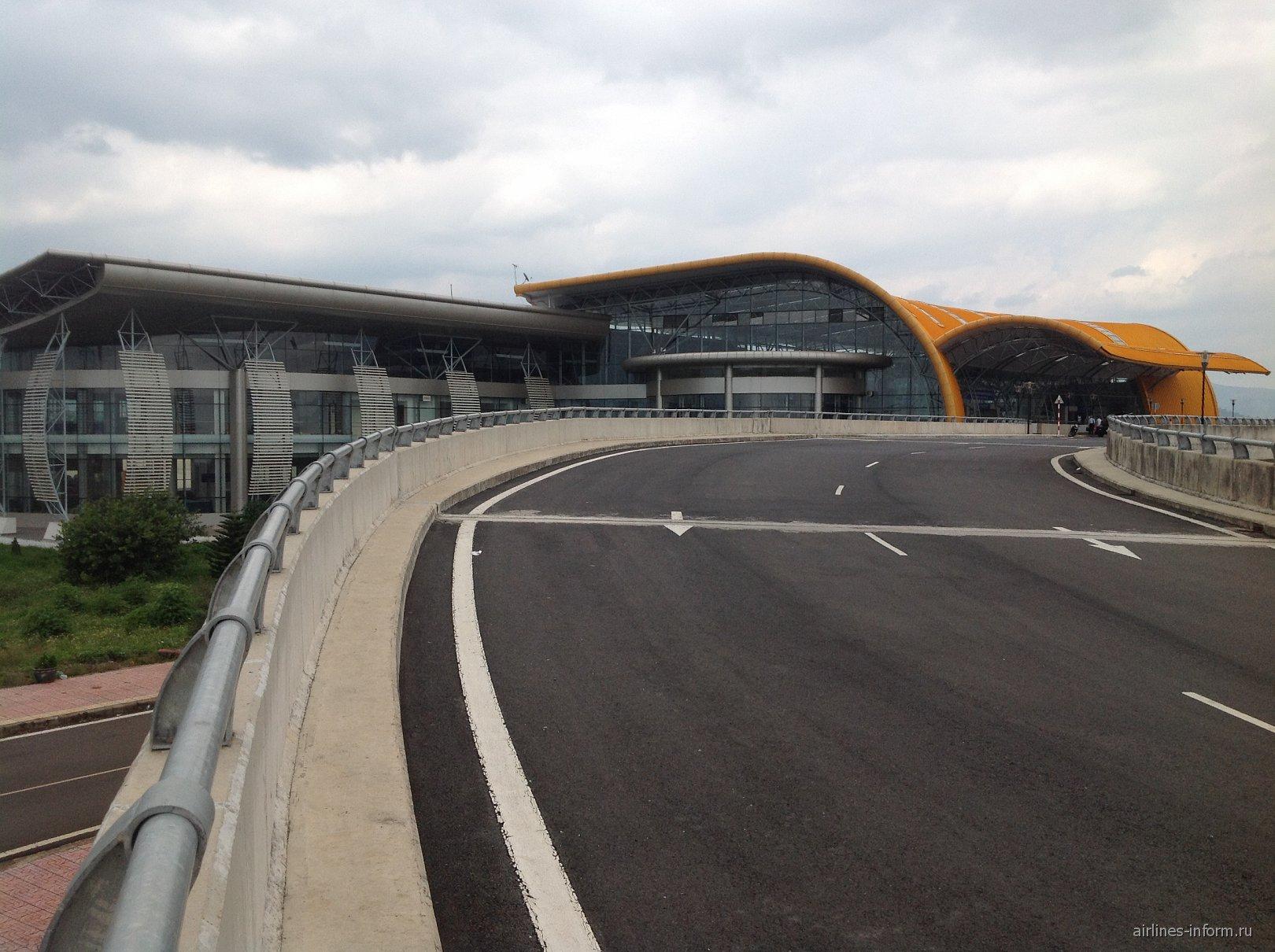 Аэровокзал аэропорта Далат Льенкхыонг