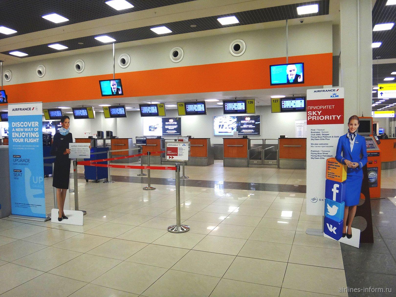 Стойки регистрации на рейсы Air France/KLM в терминале Е аэропорта Шереметьево