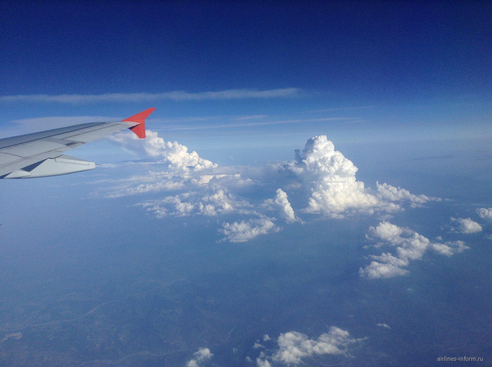 Облака над Францией при полете из Ниццы в Москву