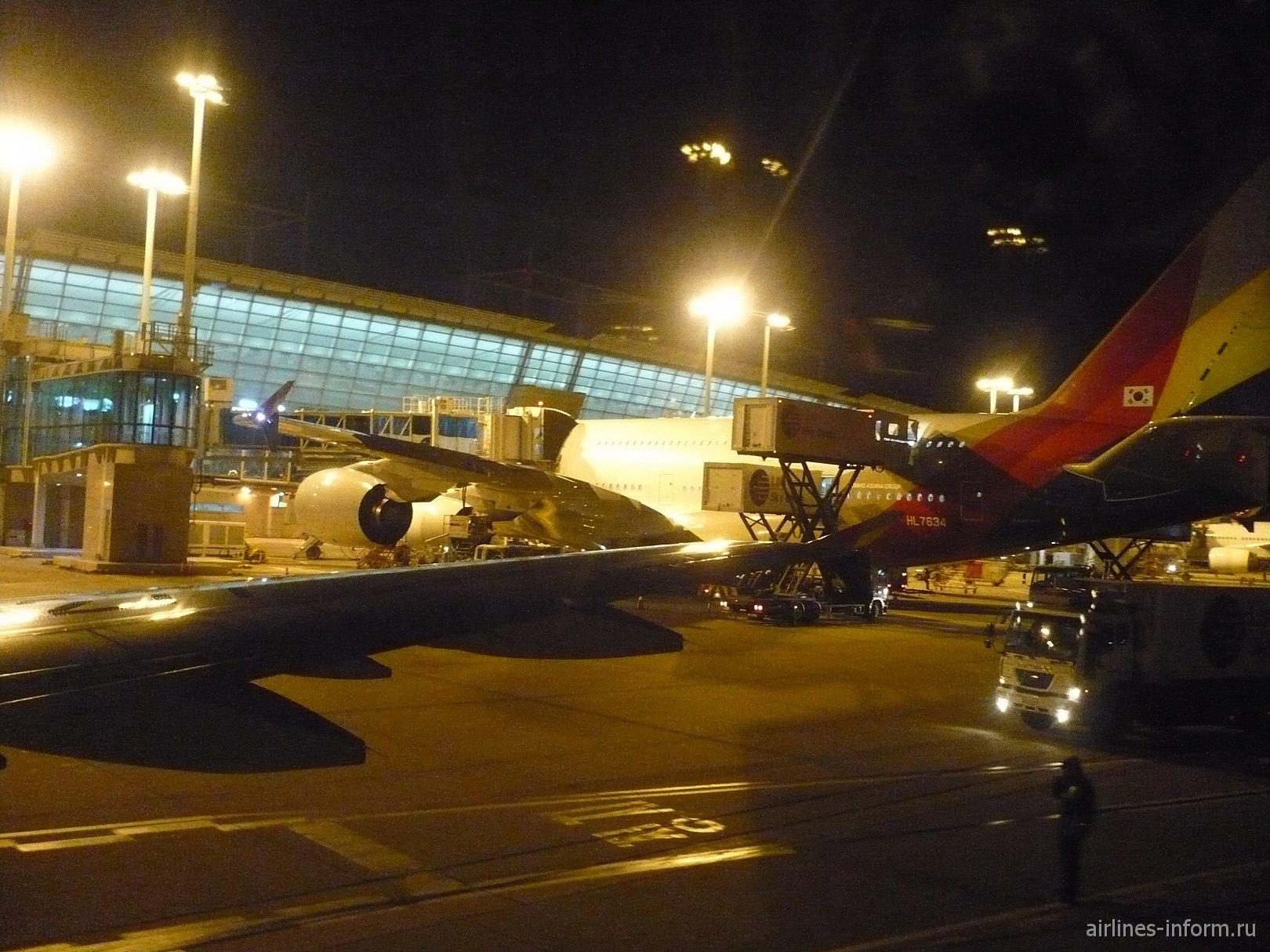 Двигаемся по ВПП. Несколько фото самого большого пассажирского самолета. Хочу на нем полететь...