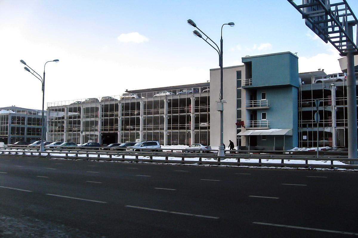 Автомобильные парковки в аэропорту Внуково
