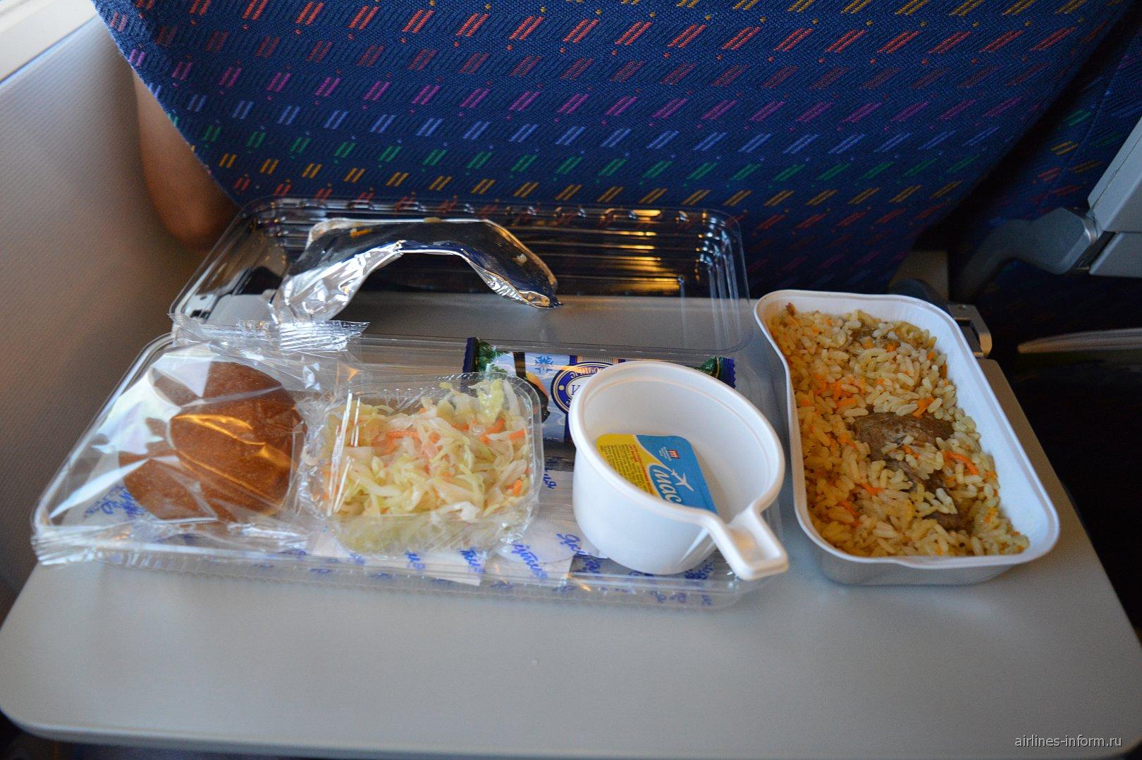 """Бортовое питание на рейсе Москва-Барселона авиакомпании """"Якутия"""""""