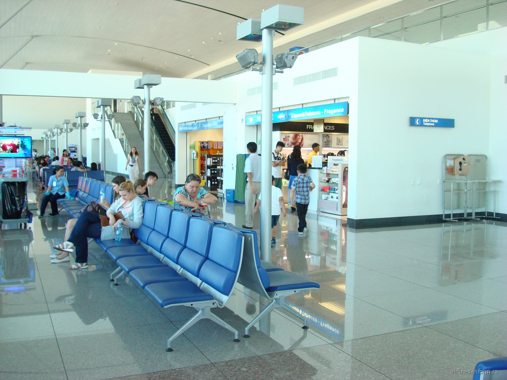 Зал ожидания в аэропорту Тан Сон Нхат в Хошимине