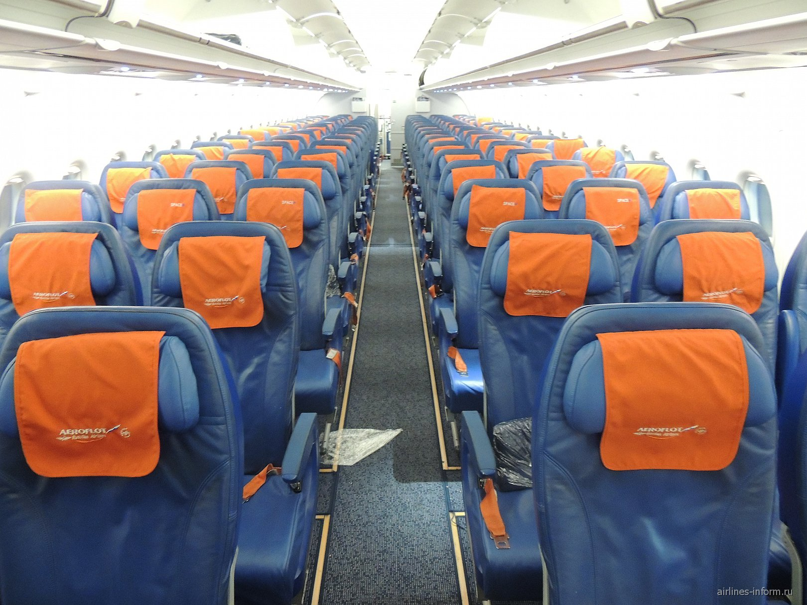 Салон самолета Airbus A319 авиакомпании Аэрофлот