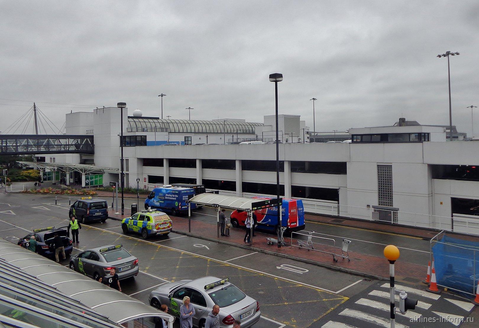 Автомобильная парковка у терминала 1 аэропорта Дублин