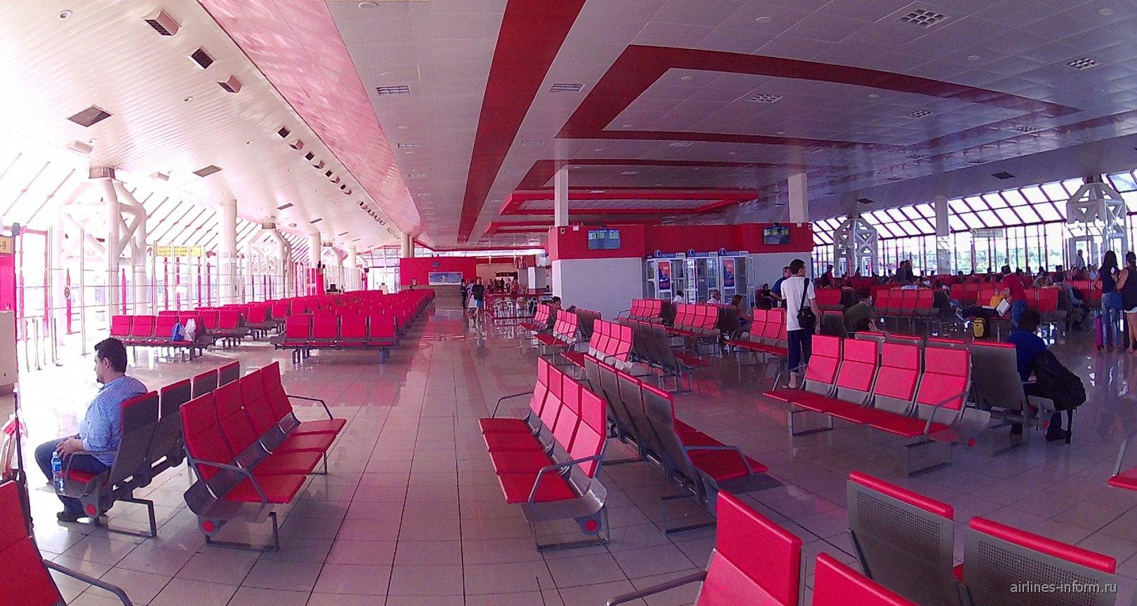 Зал ожидания в чистой зоне международного терминала аэропорта Гавана Хосе Марти