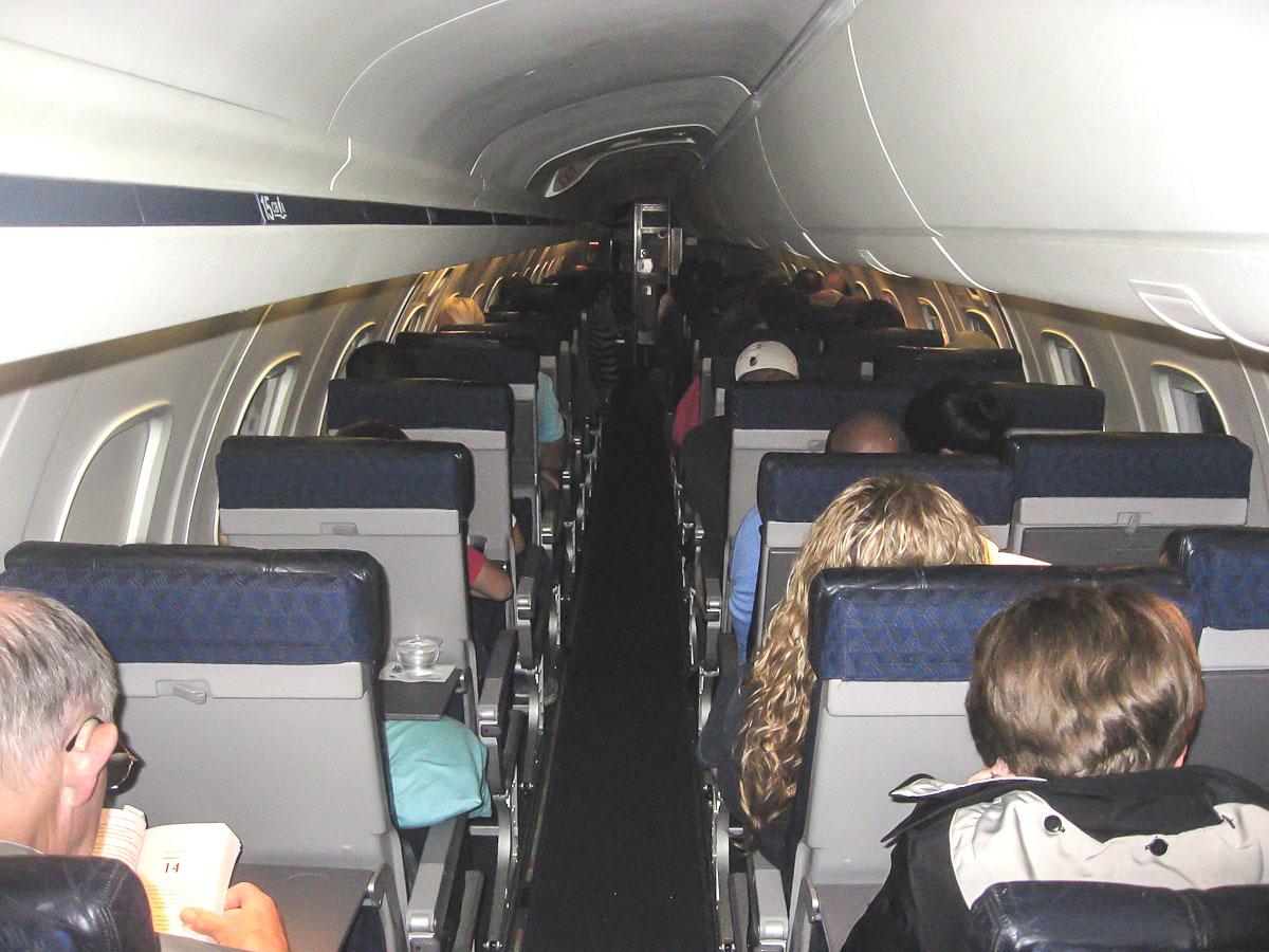 Пассажирский салон самолета Embraer ERJ140