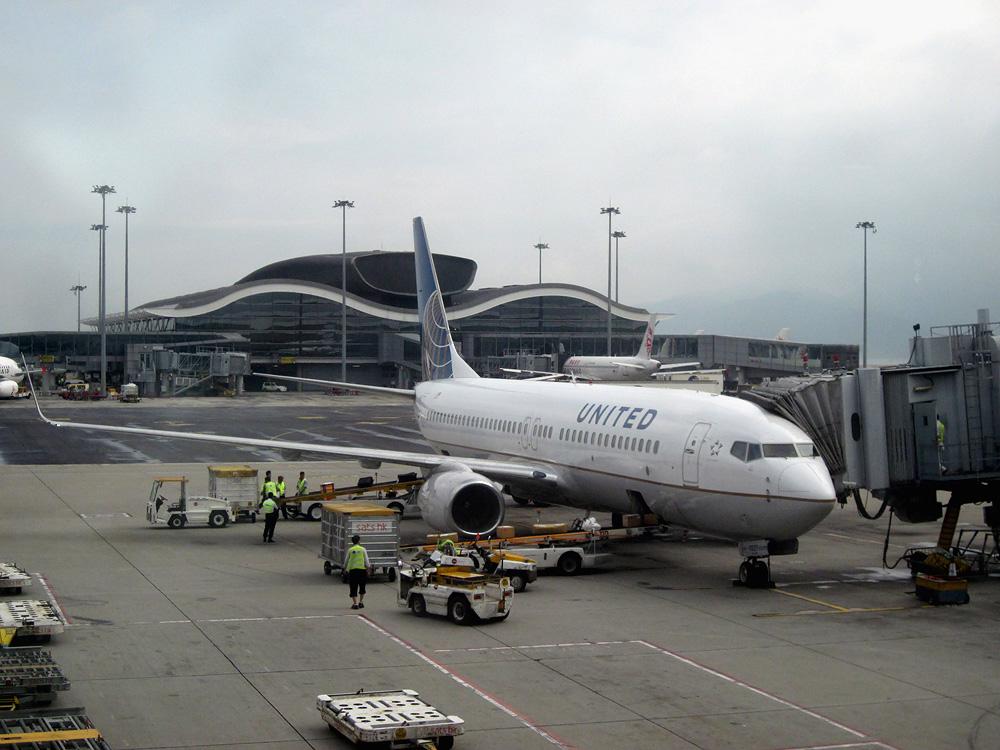 Боинг-737-800 авиакомпании United в аэропорту Гонконга
