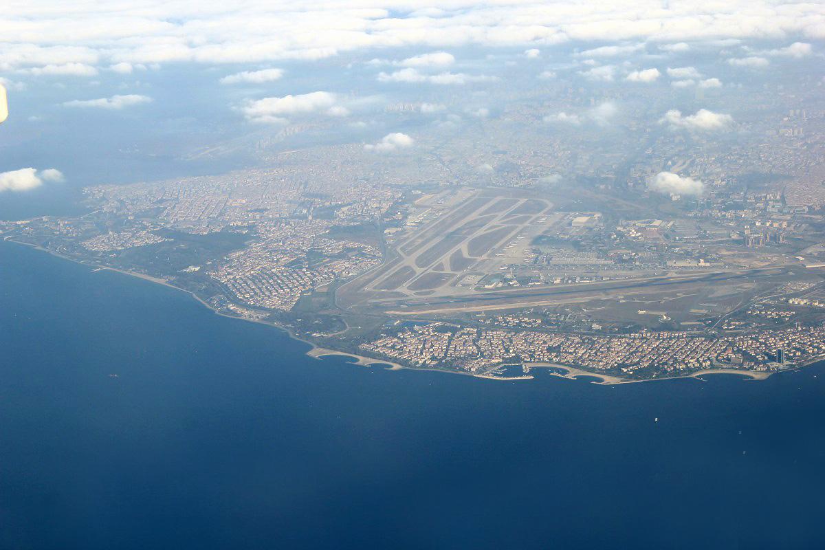 Вид из самолета на аэропорт Стамбул Ататюрк