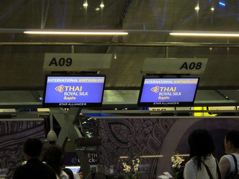 Стойки регистрации бизнес-класса Тайских авиалиний в аэропорту Бангкок Суварнабхуми
