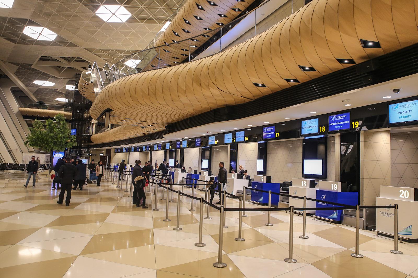 Зона регистрации в терминале 1 аэропорта Баку