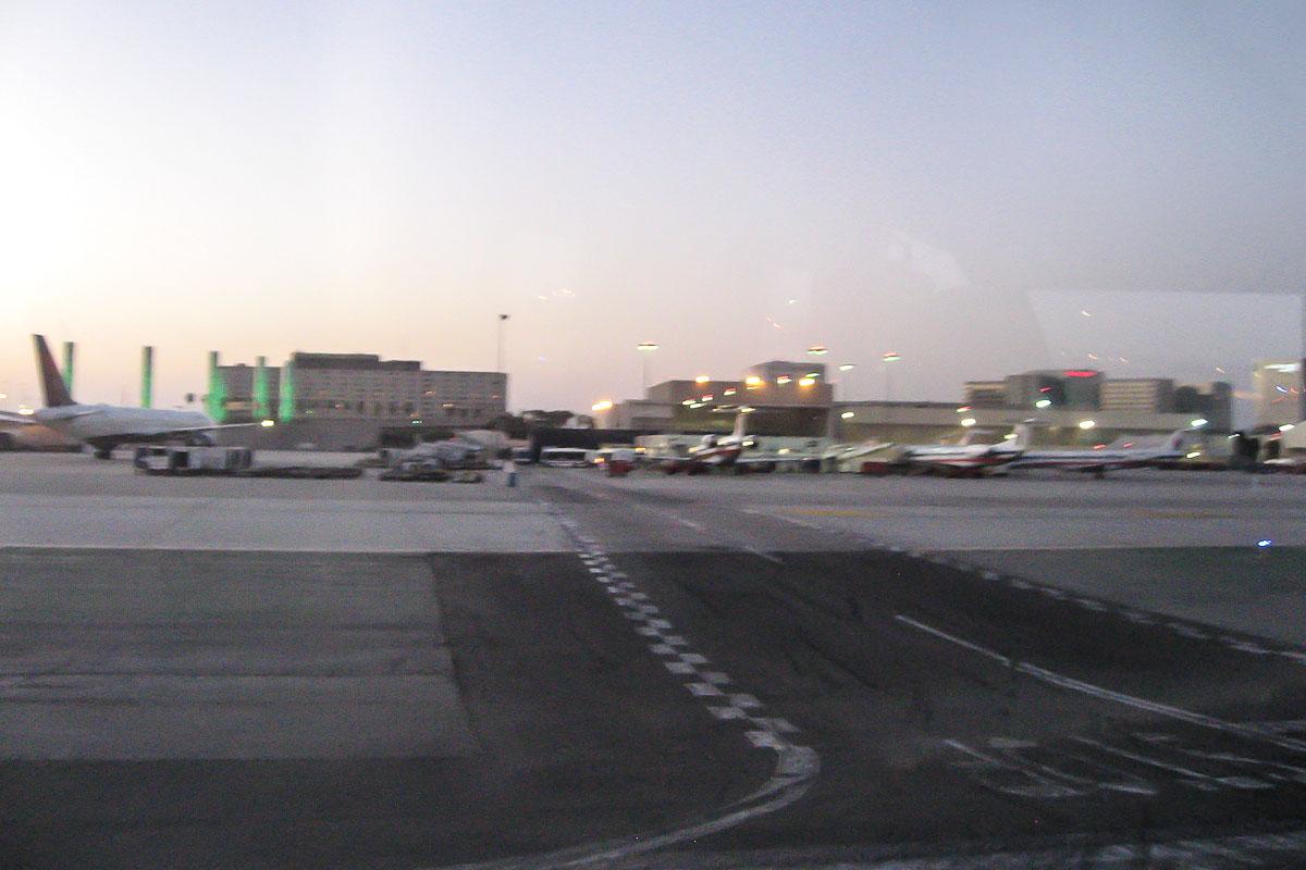 Терминал местных авиалиний в аэропорту Лос-Анджелеса