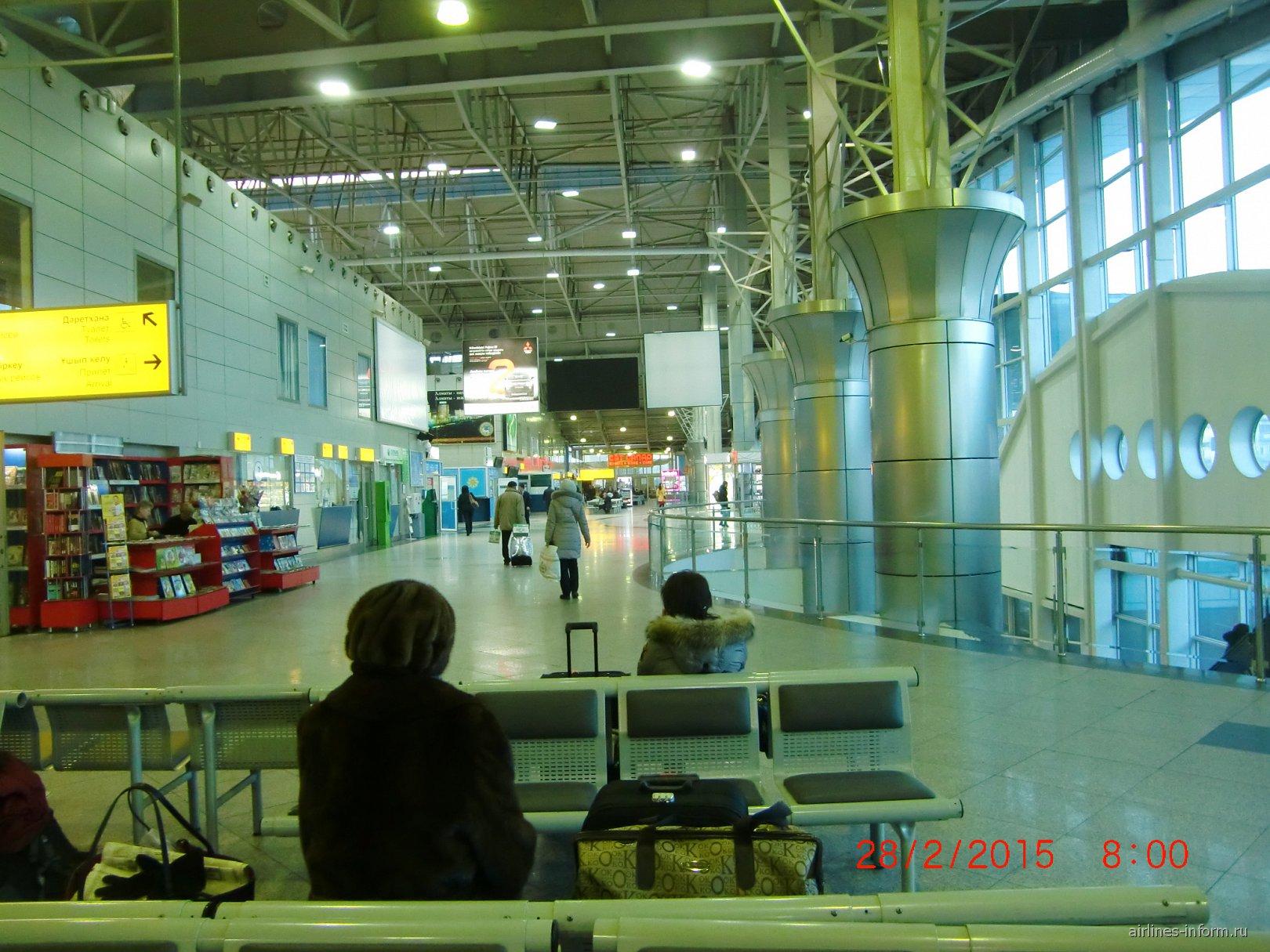 В пассажирском терминале аэропорта Алматы