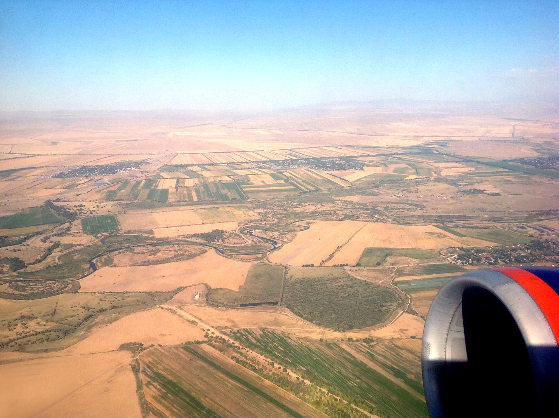 Долина при взлете из аэропорта Бишкека
