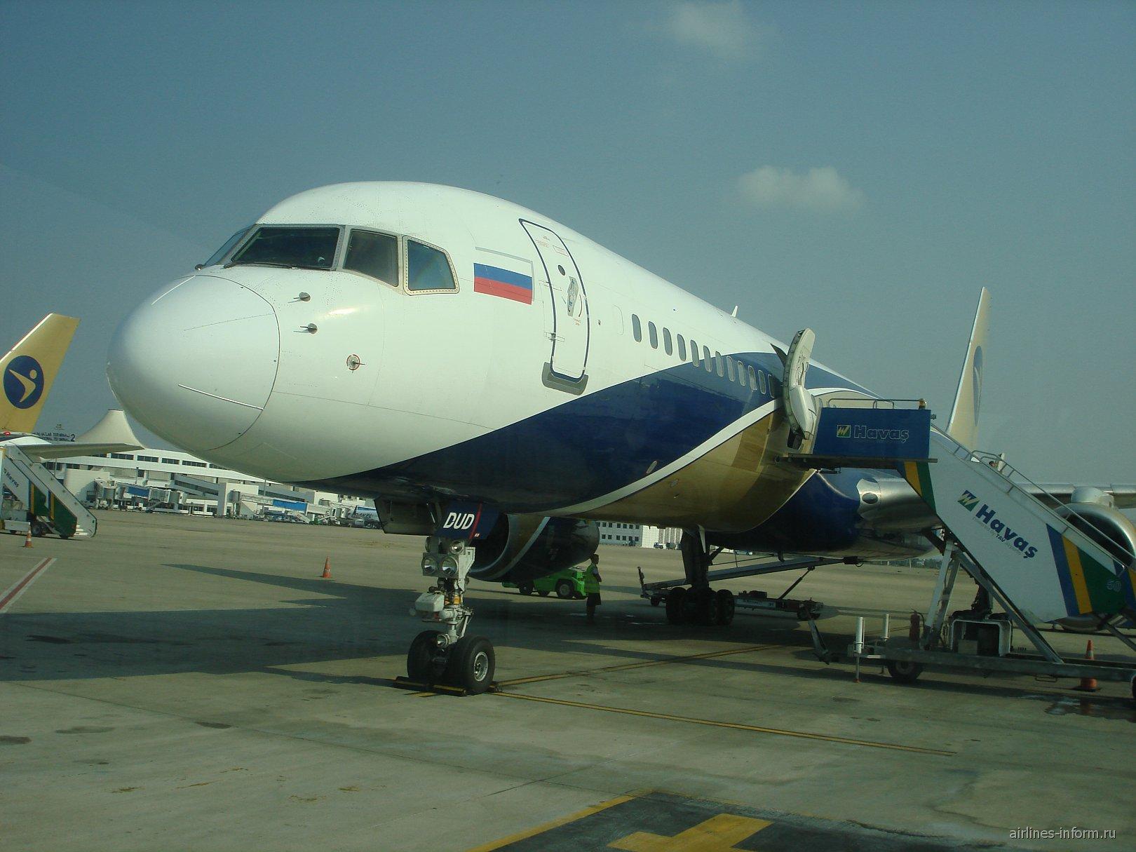 """Боинг-757-200 авиакомпании """"Ай Флай"""" в аэропорту Антальи"""
