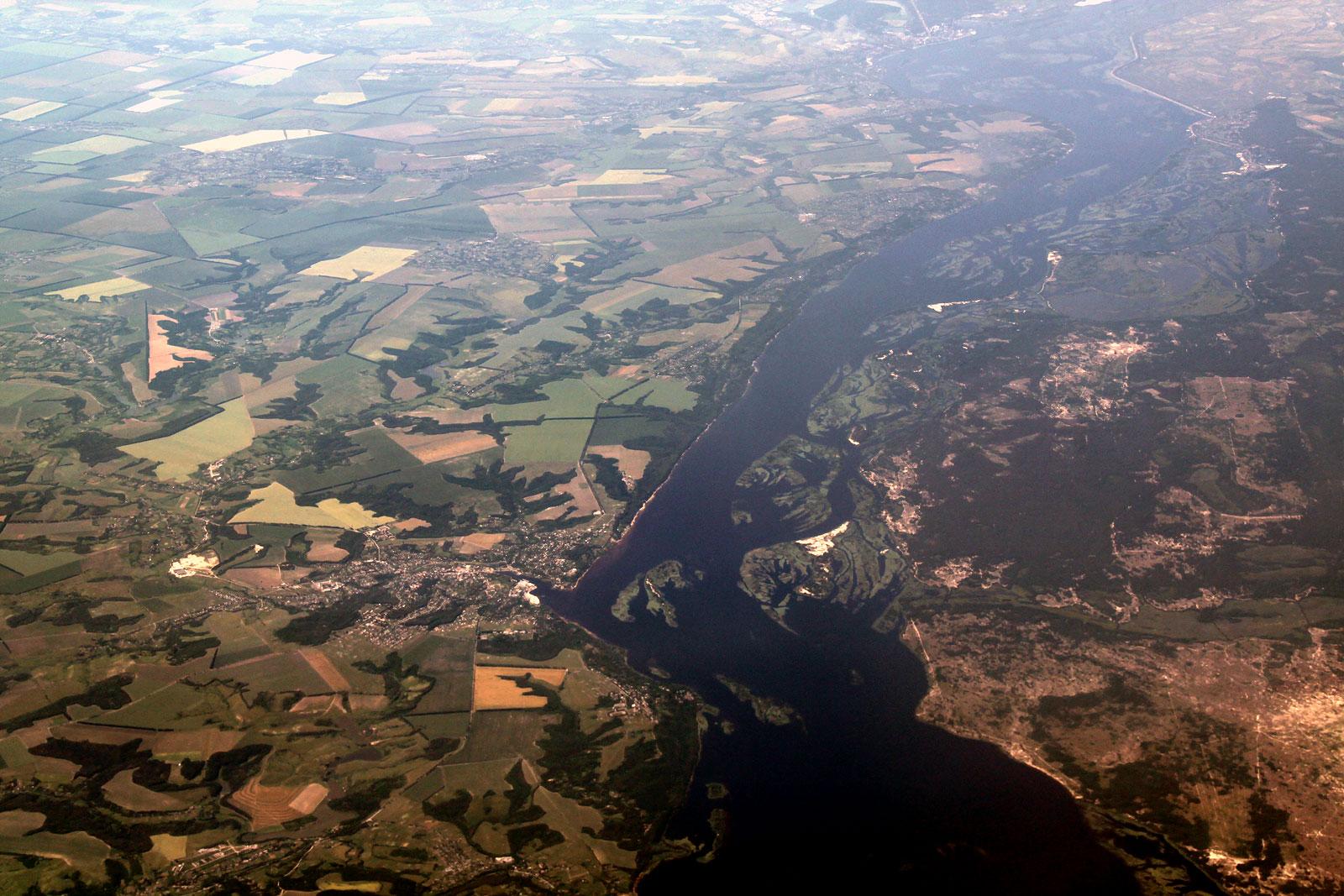 Река Днепр и город Ржыщев