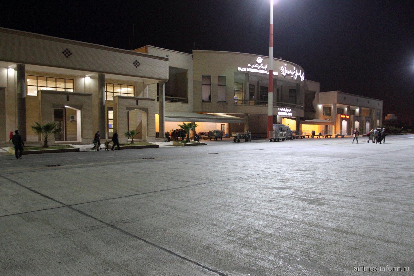 Аэровокзал аэропорта Язд Шахид Садухи со стороны летного поля