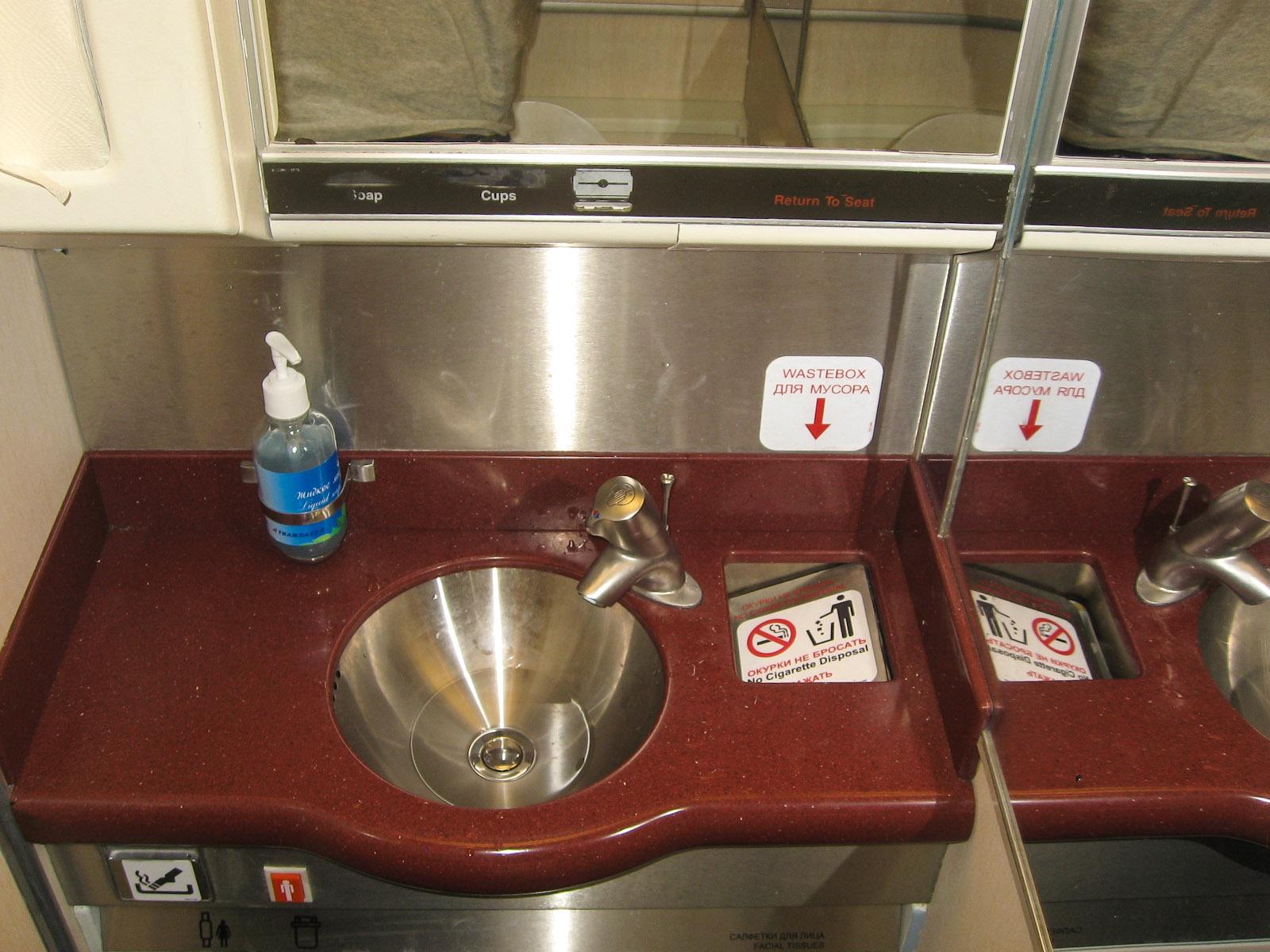 Туалет самолета Боинг-767-300 Трансаэро