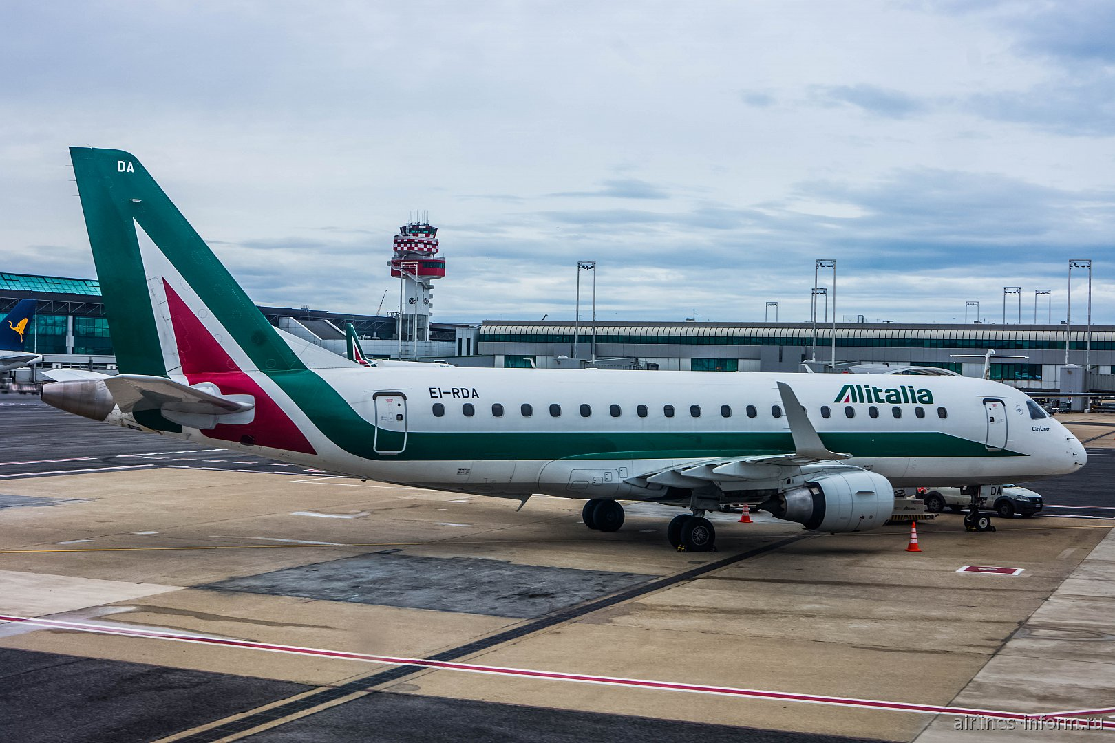 Embraer 175 EI-RDA авиакомпании Alitalia CityLiner в аэропорту Рим Фьюмичино