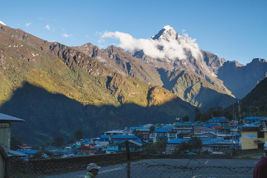 Вид на Луклу и Гималаи