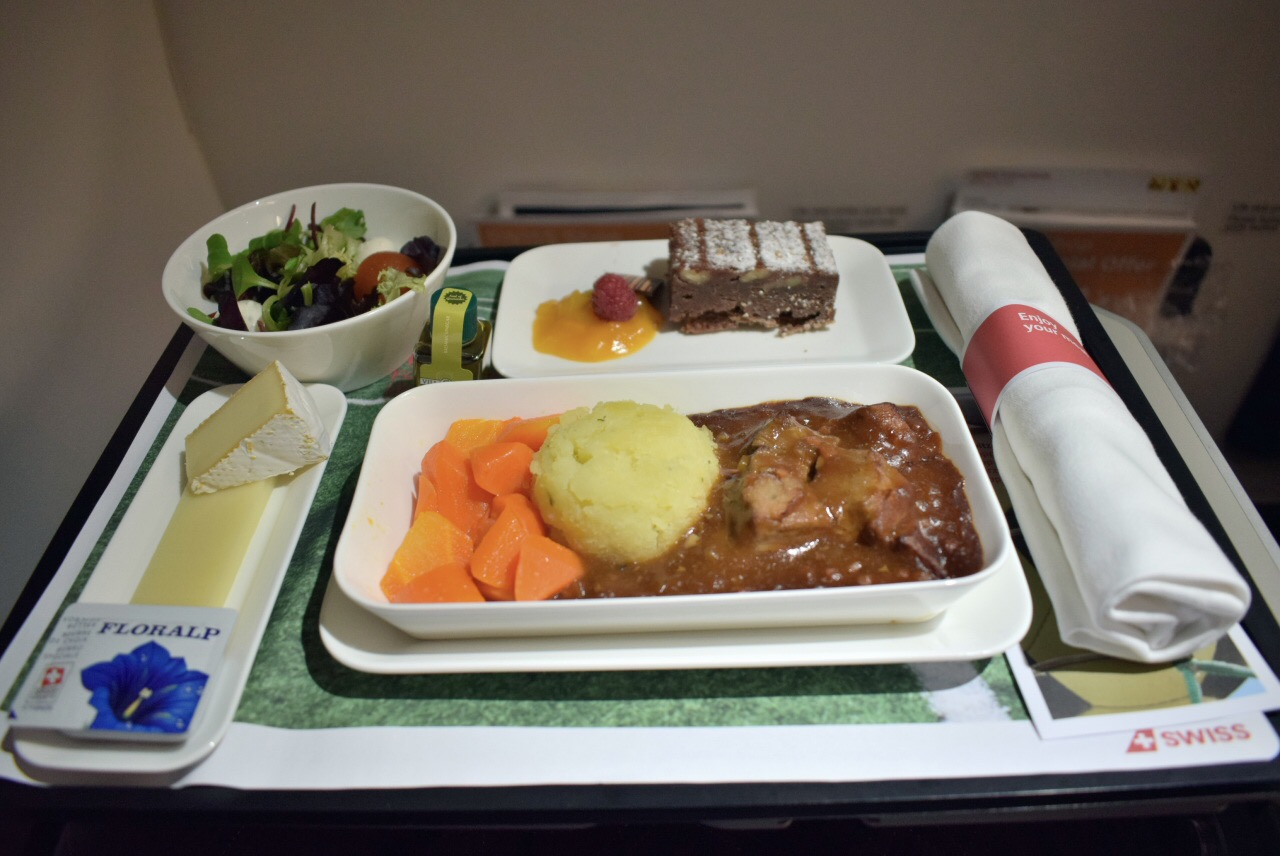 Бортпитание бизнес-класса на рейсе Цюрих-Москва авиакомпании SWISS