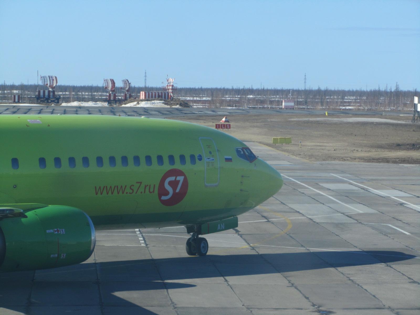 Боинг-737 S7 Airlines в аэропорту Нового Уренгоя