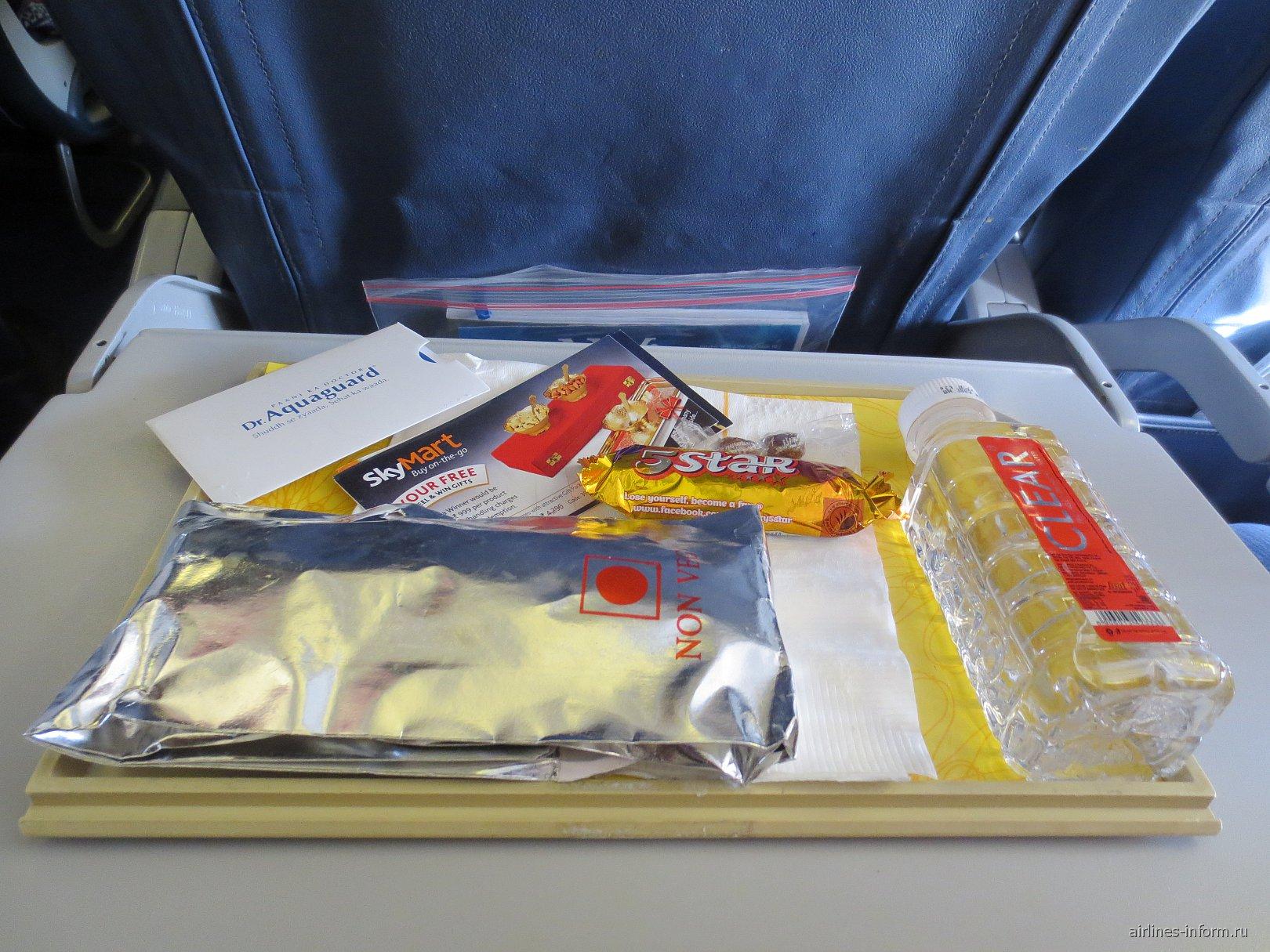 Завтрак на рейсе Гоа-Мумбай авиакомпании Jet Airways