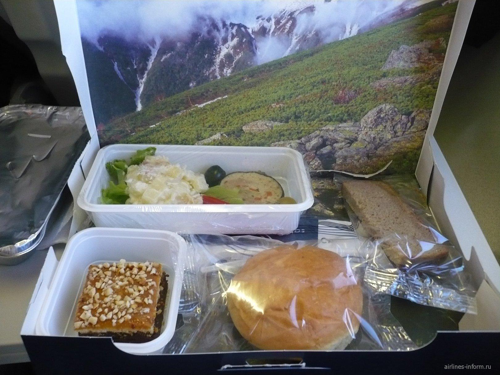 """Бортовое питание на рейсе Южно-Сахалинск - Сеул авиакомпании """"Аврора"""""""