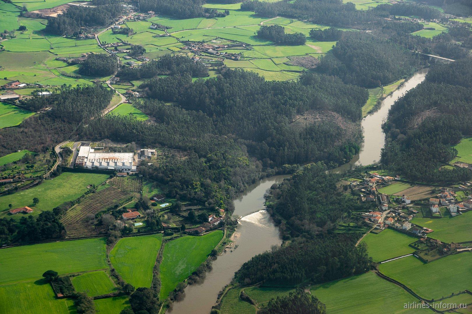 Река Аве в окрестностях города Порту