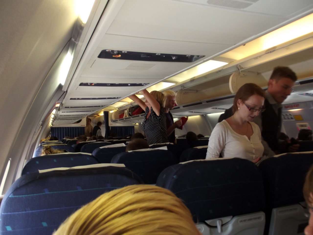 Салон самолета Боинг-737-300 авиакомпании Белавиа