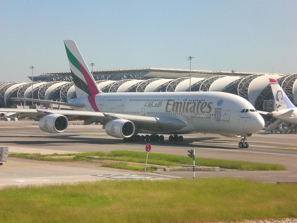 Airbus A380 авиакомпании Emirates в аэропорту Бангкок Суварнабуми