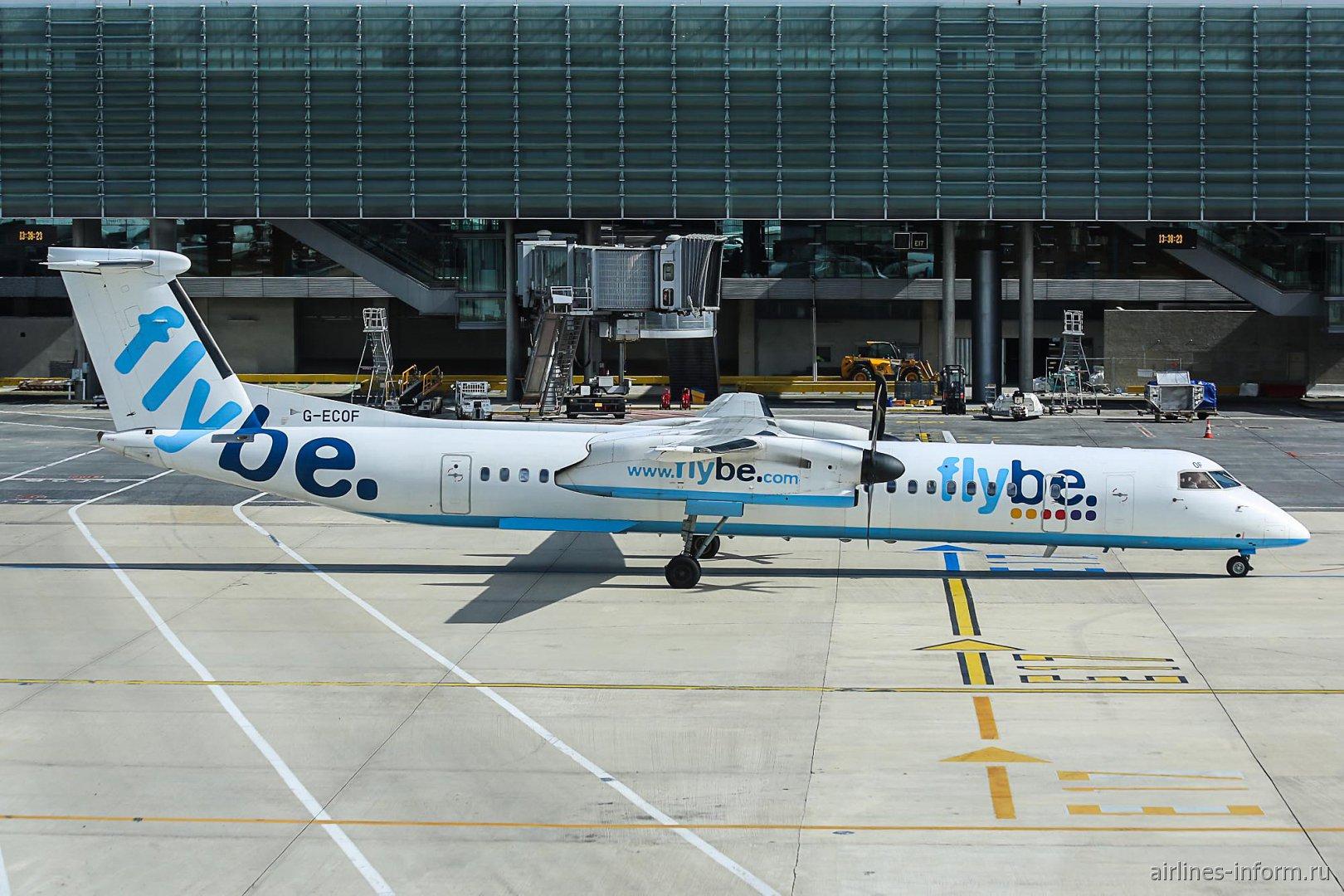 Bombardeir Dash 8-Q400 G-ECOF авиакомпании Flybe в аэропорту Париж Шарль-де-Голль