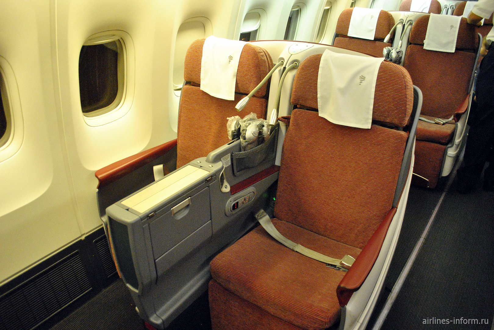 Пассажирские места бизнес-класса в Боинге-767-300 авиакомпании LATAM Brasil