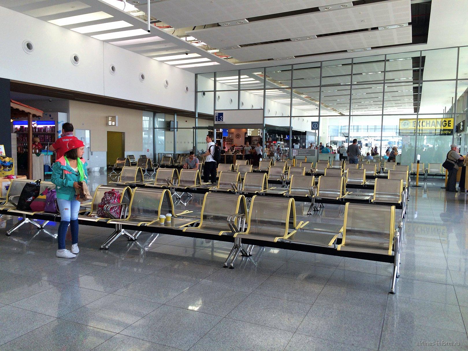 Зал ожидания в чистой зоне аэропорта Варна