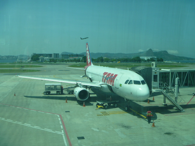 Путешествие через океан. Часть 3. Сан-Пауло (CGH) - Рио де Жанейро (SDU) на Airbus A319 LATAM Airlines.