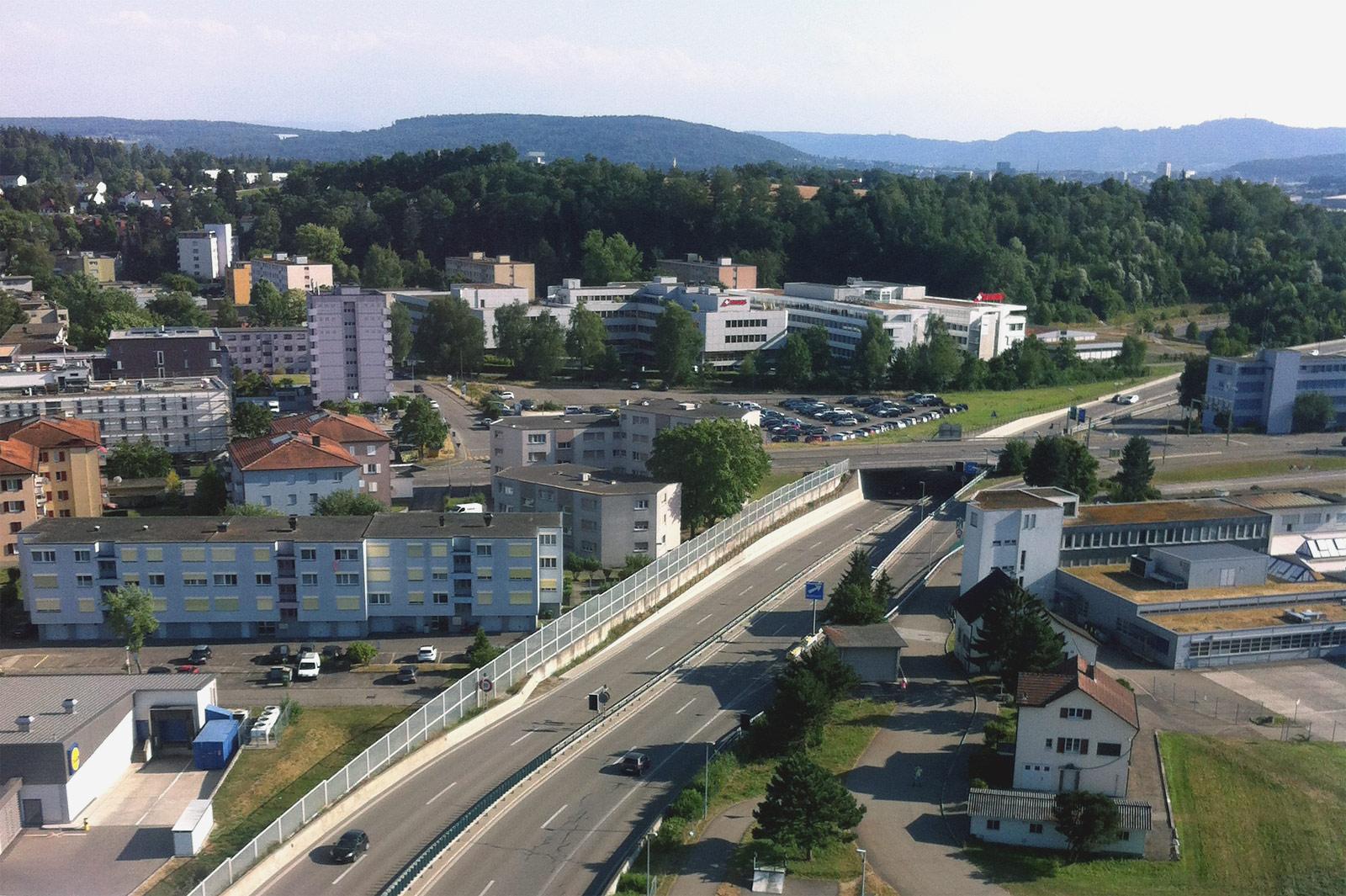 Городок Клотен рядом с одноименным аэропортом Цюриха