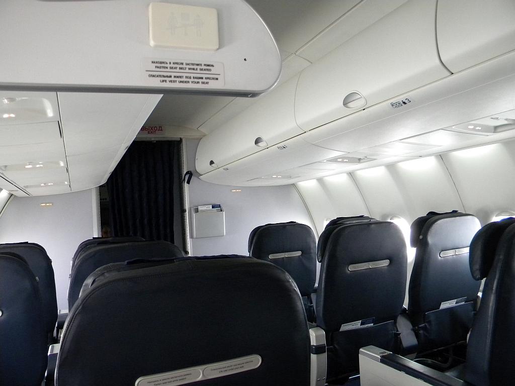 """Салон бизнес-класса в самолете Суперджет-100 авиакомпании """"Центр-Юг"""""""