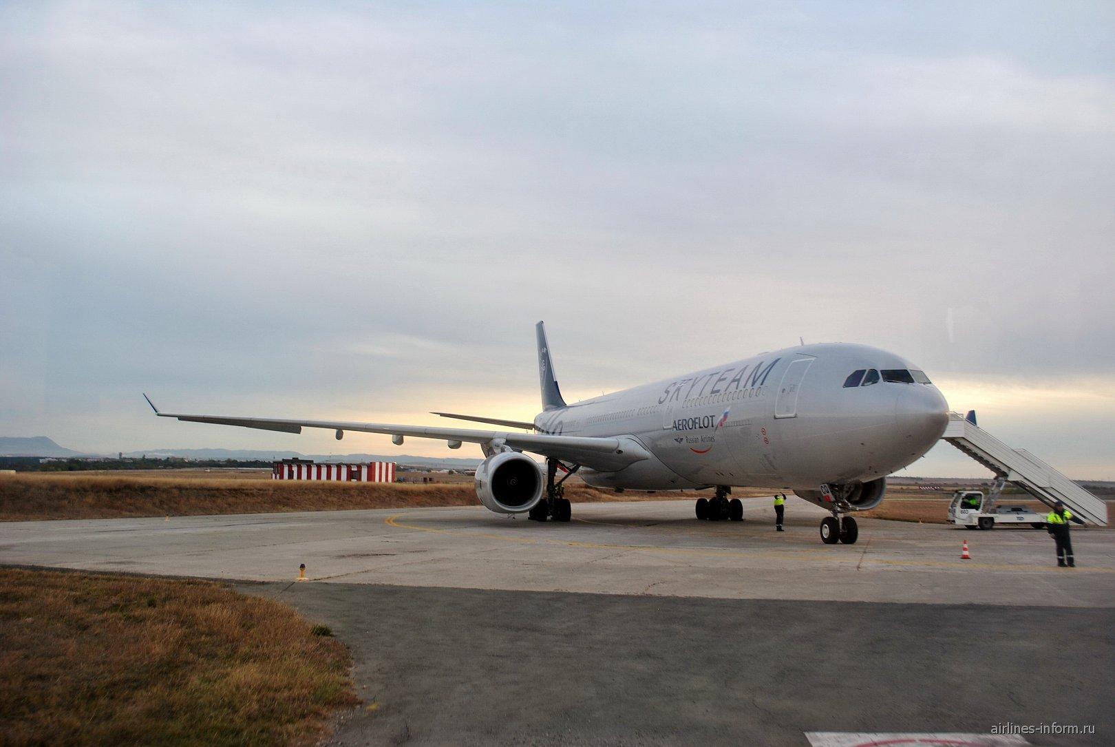 Airbus A330-300 Аэрофлота в окраске альянса Skyteam