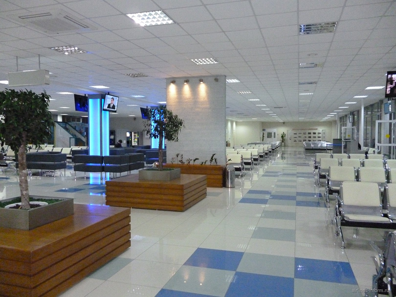Второй этаж стерильной зоны аэропорта Хабаровск