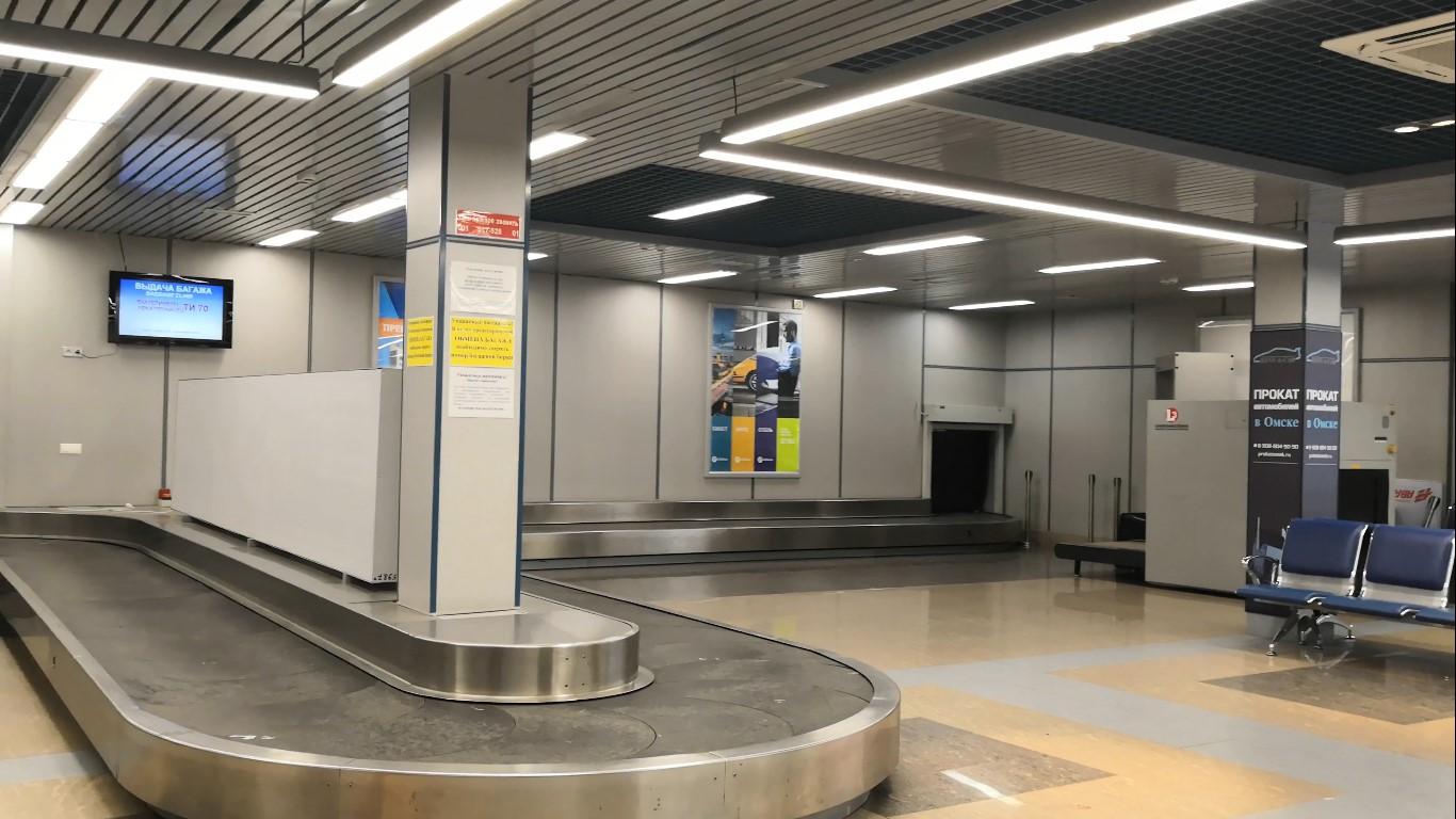 Зал выдачи багажа в терминале B аэропорта Омск Центральный