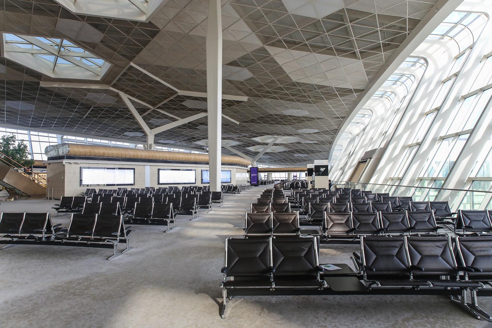 Зона выходов на посадку в терминале 1 аэропорта Баку