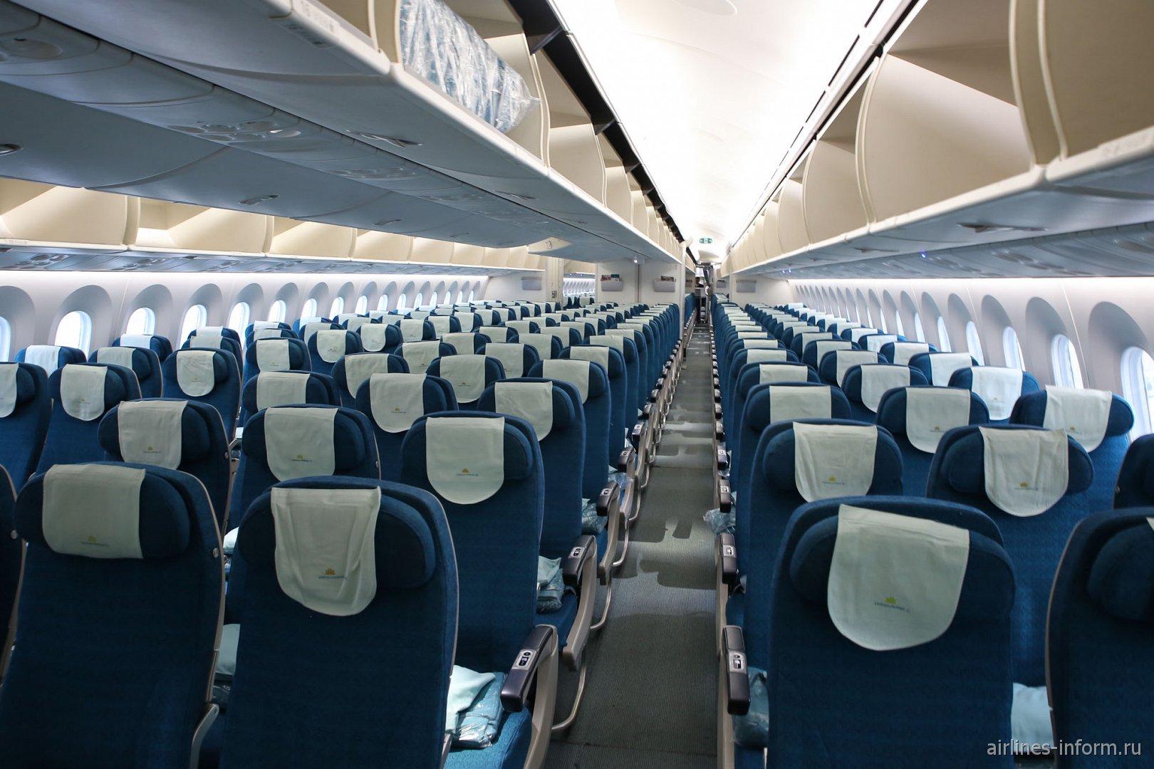 Салон экономического класса в Боинге-787-9 Вьетнамских авиалиний