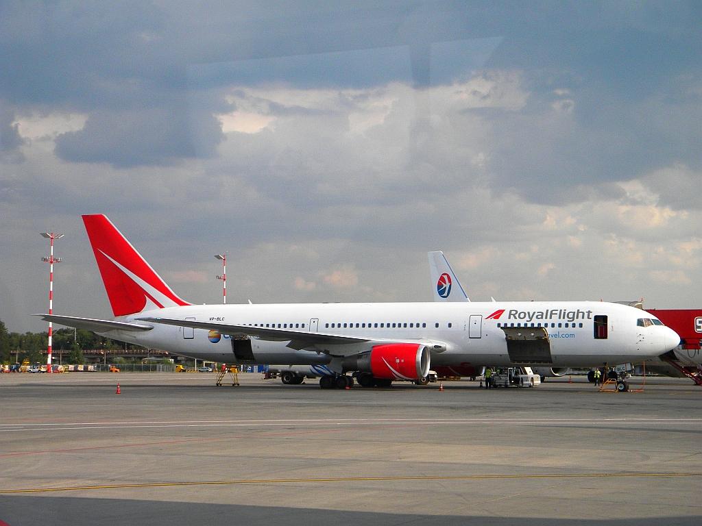 Боинг-767-300 авиакомпании Royal Flight в аэропорту Шереметьево